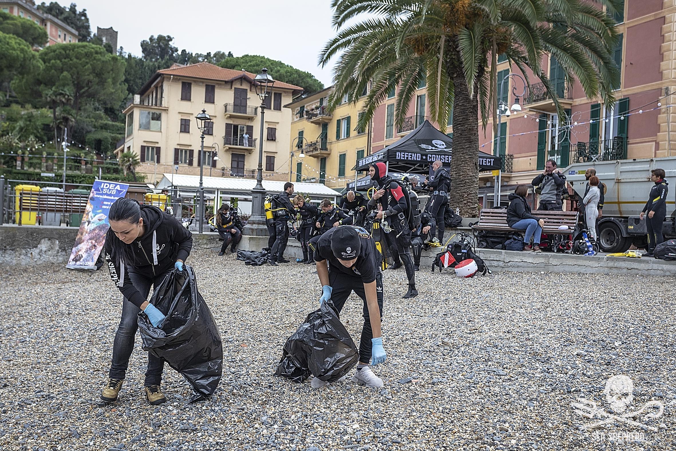Pulizia spiagge e fondali a Rapallo (GE)